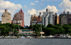 NYC: Upper West Side-Skyline und Flussufer-Park Lizenzfreies Stockbild
