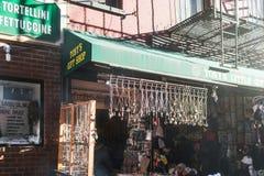 NYC/USA 2-ое января 2018 - местная коммерция в Нью-Йорке стоковые фото