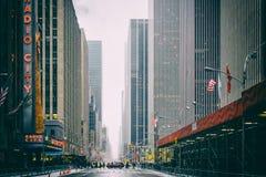 NYC/USA - 29 DEZ 2017 - известный бульвар Нью-Йорка квадратные времена стоковая фотография rf