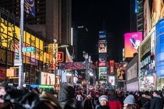 NYC/USA 31 DEZ 2017 - People walking in times square, new york by night royalty free stock image