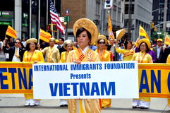 NYC: Vietnamesische Delegation an der Parade Stockfotos