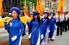 NYC: Vietnamita que marcha na parada internacional dos imigrantes Foto de Stock