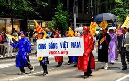 NYC: Vietnamita que marcha na parada internacional dos imigrantes Imagens de Stock Royalty Free