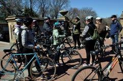 NYC:  Visitando ciclistas no Central Park Imagens de Stock