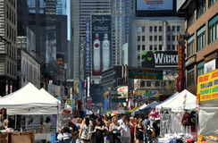 NYC: Vista lungo Broadway al Times Square Immagini Stock Libere da Diritti