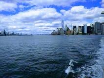 NYC vom Atlantik ! lizenzfreie stockbilder