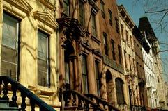 NYC: Västra 130. gatarödbruna sandstenar i Harlem Arkivbilder