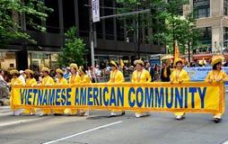 NYC: Wietnamski wmarsz w Międzynarodowej imigrant paradzie Fotografia Stock