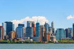 NYC-Wolkenkrabbers van Hudson River in Lower Manhattan. Stock Foto