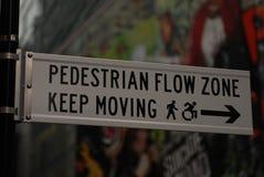 NYC znaków pieszy przepływu strefa Fotografia Stock