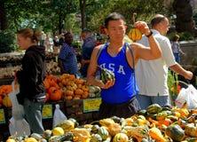 NYC: Zucche d'acquisto dell'uomo Fotografia Stock
