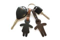 Nyckel- bil och läderkeychain arkivfoto
