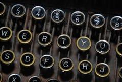 Nyckel- bräde för gammalmodig skrivmaskin royaltyfria foton