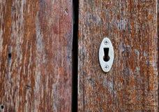 Nyckel- hål på trädörr Arkivbilder