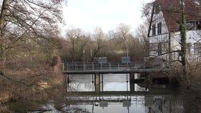 Nyckel på floden Elsa ¼nde för stad BÃ germany Vinter december germany arkivfilmer