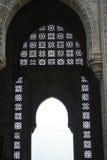 Nyckel till Indien i Mumbai Bombay - utsmyckat snida på valvgång royaltyfri bild