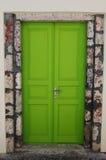 nyckfull dörr Arkivfoto