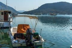 NYDRI, LEFKADA, GRIEKENLAND 17 JULI: Haven bij Nydri-Baai, Lefkada, Griekenland Stock Foto