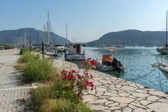 NYDRI, LEUCADE, GRECIA 17 LUGLIO: Porto alla baia di Nydri, Leucade, Grecia Immagini Stock
