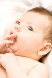 nyfödd flicka Arkivfoto