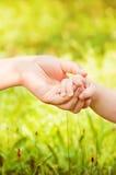 Nyfödda babys hand Royaltyfria Foton