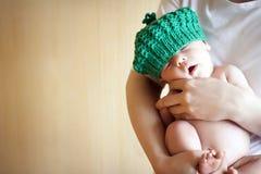 Nyfött behandla som ett barn Arkivbilder