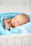 Nyfött behandla som ett barn Royaltyfri Foto