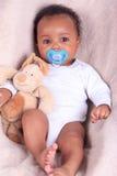 Nyfött behandla som ett barn afrikansk amerikan Arkivfoton