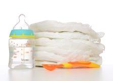 Nyfött behandla som ett barn barnbunten av blöjor som skeden behandla som ett barn Royaltyfri Fotografi
