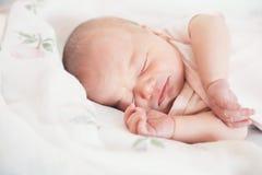 Nyfött behandla som ett barn första dagar av liv Royaltyfri Bild