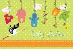 Nyfött behandla som ett barn kläder som hänger på repet behandla som ett barn modeseten royaltyfri illustrationer
