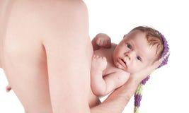 Nyfött behandla som ett barn med farsan Royaltyfria Foton