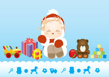 Nyfött behandla som ett barn sammanträde i dräktjultomten som omges av leksaker och gåvor Royaltyfria Bilder