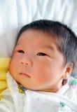 nyfött spädbarn Arkivbild