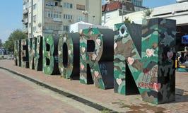 Nyfött underteckna in Kosovo Arkivfoto