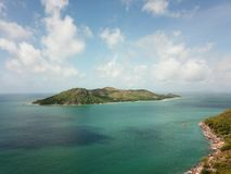 Nyfiken ö från luften arkivbild
