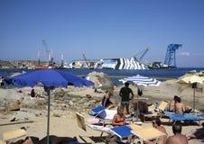 Nyfiken turism för Costaconcordiakatastrof royaltyfri foto