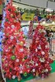 Nyfikengarnering för jul APM i Hong Kong Arkivbild