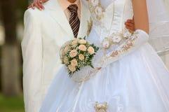 nygift person royaltyfri foto
