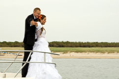 Nygift person på fartyget Arkivbild
