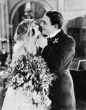 Nygift personpar (alla visade personer inte är längre uppehälle, och inget gods finns Leverantörgarantier att det inte ska finnas Fotografering för Bildbyråer