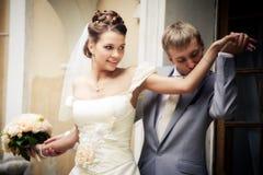 nygift personstående Arkivfoto