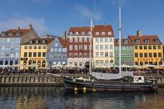 Nyhavn江边在哥本哈根 免版税库存图片