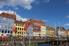 Nyhavn,街道场面在哥本哈根丹麦 图库摄影