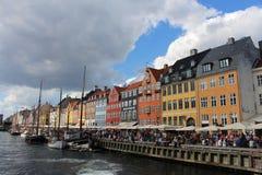 Nyhavn,街道场面在哥本哈根丹麦 免版税库存图片
