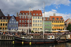 Nyhavn, сцена улицы в Копенгагене Дании Стоковые Изображения RF