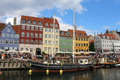Nyhavn, сцена улицы в Копенгагене Дании Стоковое фото RF