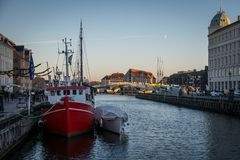 Nyhavn-Boote in Kopenhagen-Hafen dänemark stockbild