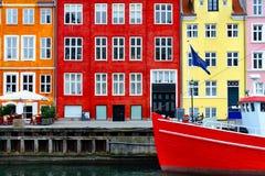 Nyhavn coloriu construções, Copenhaga fotografia de stock