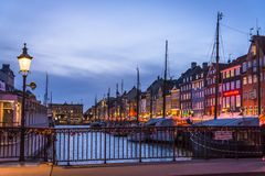 Nyhavn eller ny hamn, K?penhamn, Danmark royaltyfri fotografi
